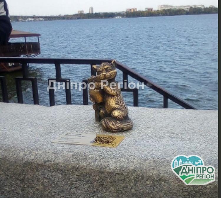 Кіт Василь: у Дніпрі відкрили нову скульптуру, яка стане окрасою міста (Фото)