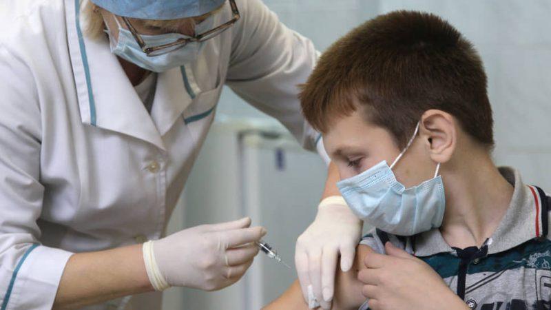 В Україні хочуть вакцинувати дітей від COVID-19 з 12 років: який препарат будуть колоти