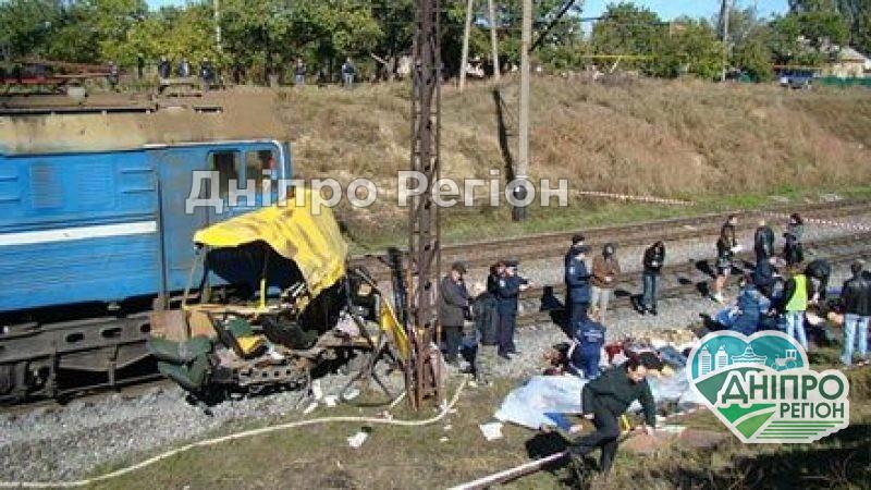 Загинуло 45 пасажирів: на Дніпропетровщині згадують Марганецьку трагедію (Фото)