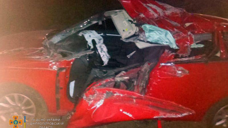 Водій помер у лікарні, його вирізали з машини: на Дніпропетровщині сталася смертельна ДТП