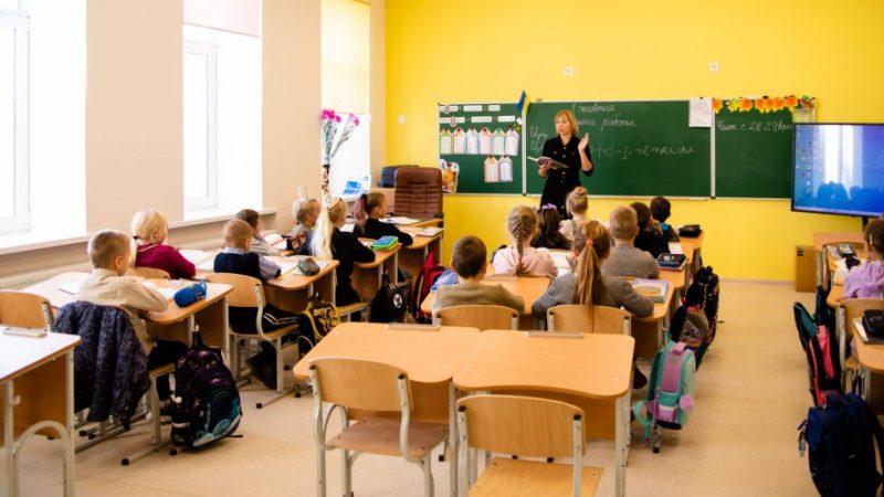 Освітян Дніпропетровщини запрошують позмагатися за звання найкращого вчителя року