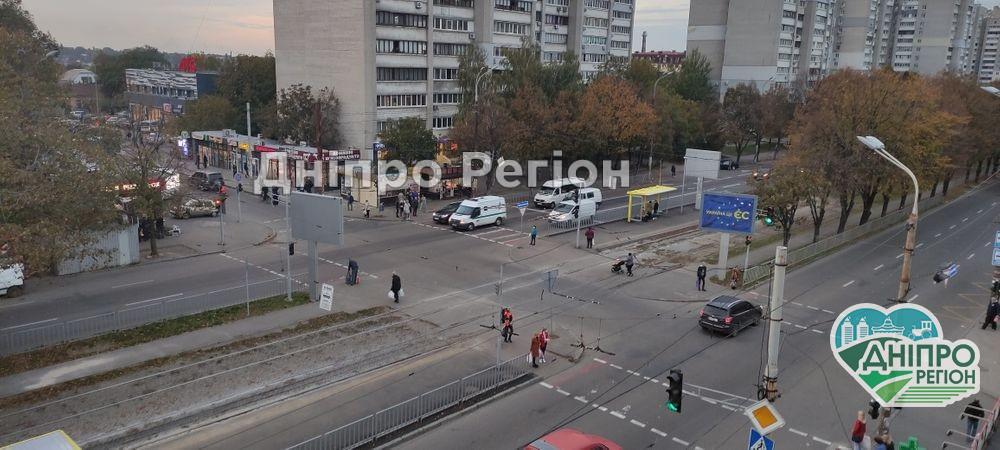 Перекрили вулицю Робочу та Криворізьку: у Дніпрі змінив рух весь транспорт (Схема)