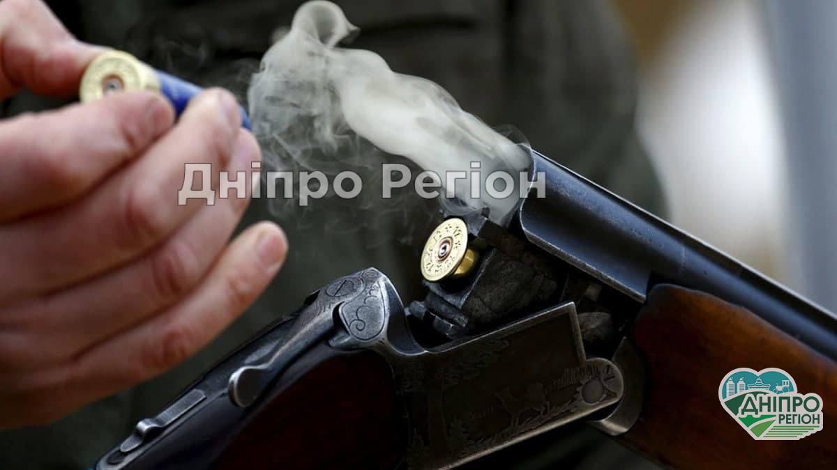 У Дніпрі посеред вулиці застрелився пенсіонер: поруч лежала рушниця і телефон