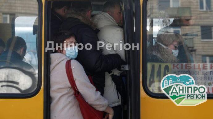 Нові правила пасажирських перевезень на час карантину: кому заборонять їздити в маршрутці