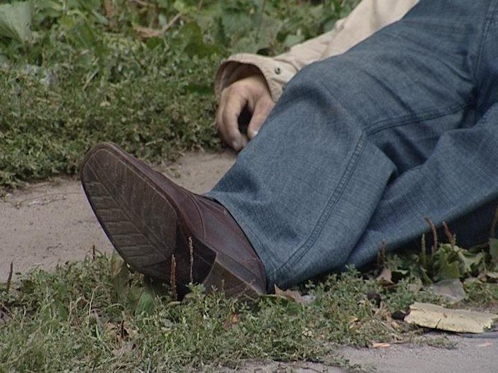 Смерть настала близько доби тому: у Дніпрі біля автосалону знайшли мертвого чоловіка