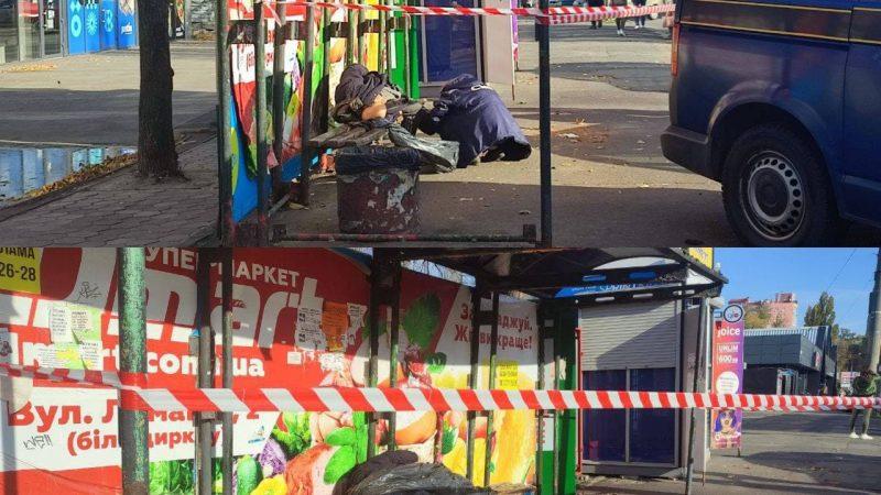 У Дніпрі на зупинці знайшли труп чоловіка, який лежав у крові